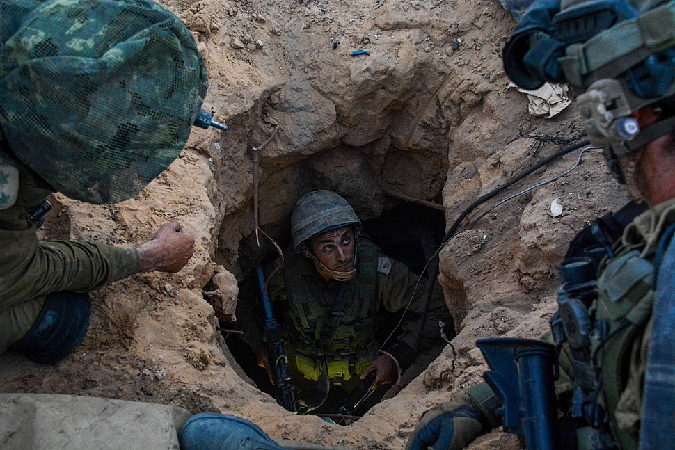 IDF Paratroopers Operate Within Gaza (14538982609)