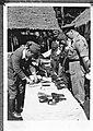 Inspectie van Majoor Haining . Inleveren van wapens door Japanners, Bestanddeelnr 901-7949.jpg
