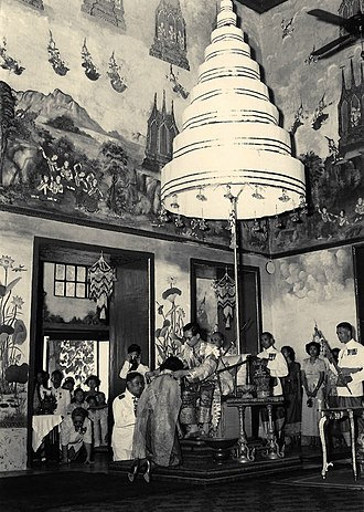 Royal Nine-Tiered Umbrella - Image: Investiture of Queen Sirikit 1