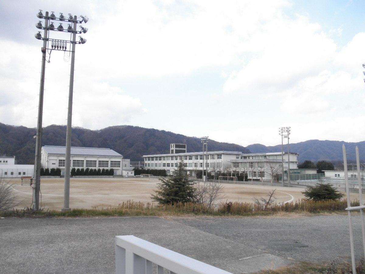 木津川市立泉川中学校 - Wikipedia