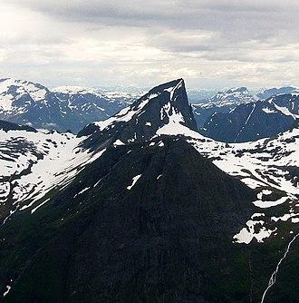 Sunnmørsalpane - Image: Jakta From Slogen