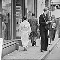Japanse vrouw in kimono in de Kalverstraat, Bestanddeelnr 912-6208.jpg