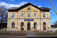 Jinonice nádraží budova od kolejí 3.jpg