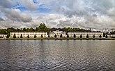 Fil:Karlbergs slott över viken.jpg