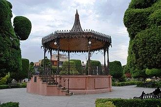 Encarnación de Díaz - Kiosk in the main plaza