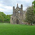 Kirkstall Abbey (27050249591).jpg