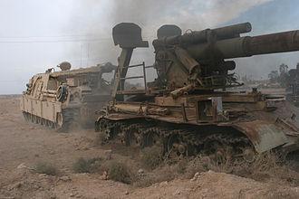 Koksan (artillery) - Image: Koksan being towed by a M88 tank