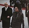 Koningin Julianat en president Heinemann op de luchthaven Keulen-Bonn, Bestanddeelnr 254-8978.jpg