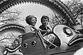 Koninginnedag 1984 in Den Haag Koningin Beatrix met zoon Friso in de Spider op, Bestanddeelnr 932-9494.jpg