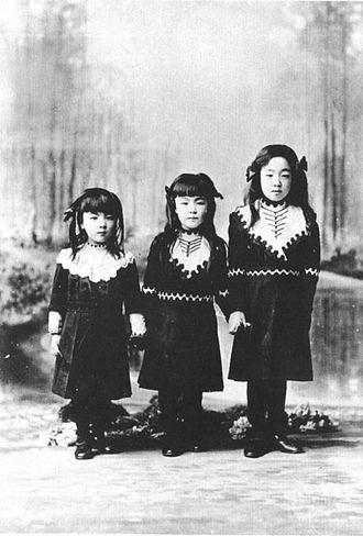 Prince Kuni Kuniyoshi - From left to right: Princess Satoko, Princess Nobuko, and Princess Nagako (later Empress Kōjun), in 1912