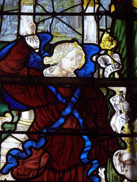 Vitrail de l'Annonciation de l'église Saint-Julien de La Bazouge-des-Alleux (53). 1er plan: l'archange Gabriel. d plan: la Visitation.