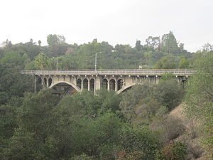 La Loma Bridge - Side view of the bridge