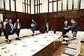 La alcaldesa se reúne con los representantes del sector del taxi para solucionar sus problemas 05.jpg