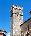La tour de l'horloge depuis la rue principale.JPG