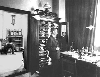 Cassella - Arthur Weinberg in his laboratory, 1895