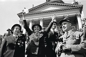 Olave Baden-Powell - Lady Baden-Powell visiting Helsinki in 1960. To her left, Mrs. Helvi Sipilä, to her right, Jarl Wahlström.