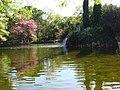 Lago en el parque El Capricho - panoramio.jpg