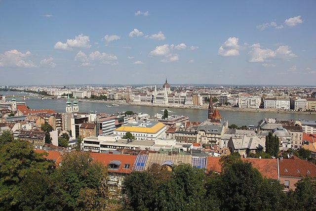 Vue sur Budapest depuis le bastion des pêcheurs