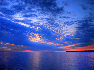 English: HDRI photograph of sunset on Lake Win...