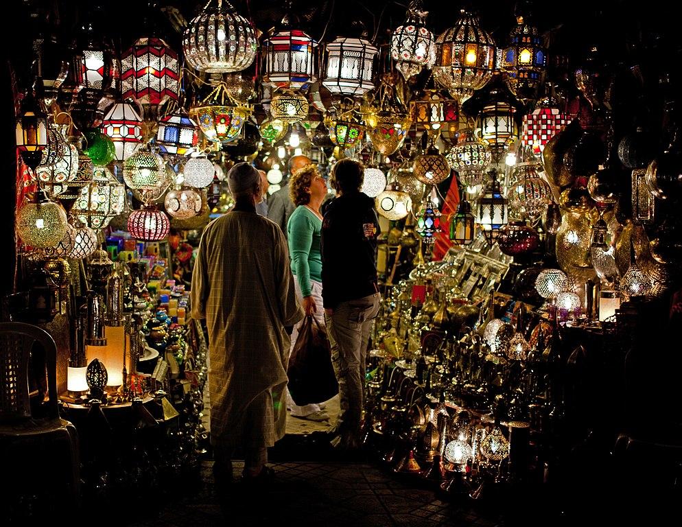 Une partie de la féérie de Marrakech se trouve dans ses souks tout droit sortie de milles et une nuits. Photo de Chris Brown.