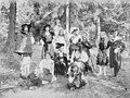 Lapsia larppaamassa Reposaaressa 1900-luvun alussa.jpg