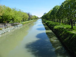 Le Canal in Montech, Midi-Pyrenees.jpg