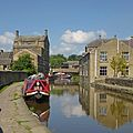 Leeds and Liverpool Canal, Skipton (9689558782).jpg