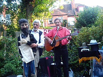 """Leon Rosselson - Leon Rosselson (right), performing with Ian Saville and """"William Morris"""""""