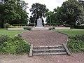Lesdins (Aisne) monument aux morts.JPG