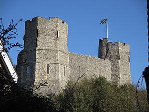 Lewes Castle - Image: Lewes Castle towers