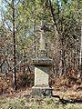 Liorac-sur-Louyre croix (Genthial).JPG
