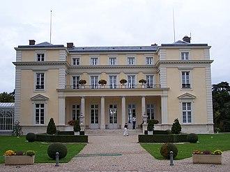 Louveciennes - Image: Louveciennes Château de Voisins