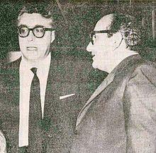 Vasco Pratolini (a destra) e Luigi Silori al Ridotto dell'Eliseo di Roma nel 1959.
