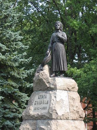 Lydia Koidula - Monument to Lydia Koidula in Pärnu created by Amandus Adamson.