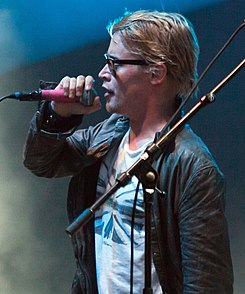 Macaulay Culkin singing (2010).jpg