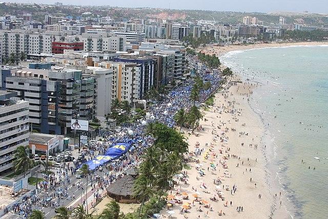 Beach in Maceio http://upload.wikimedia.org/wikipedia/commons/thumb/e/e5/Macei%C3%B3%2C_estado_Alagoas.jpg/640px-Macei%C3%B3%2C_estado_Alagoas.jpg