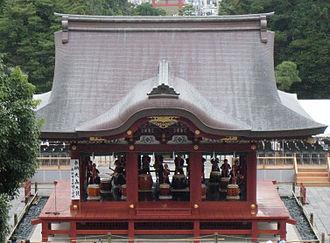 Tsurugaoka Hachimangū - Music performance at Maiden