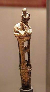 Manche de cuillère scuplté dun centaure, ivoire délephant taillé et sculpté, fin du Ier ou IIe siècle, MSR, Musée Saint-Raymond (7221391306).jpg