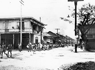 Manila massacre - Citizens of Manila run for safety from suburbs burned by Japanese soldiers, 10 February 1945
