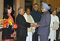 Manmohan Singh being seen off by the UPA Chairperson Smt. Sonia Gandhi and his Cabinet Colleagues before his departure for Philippines to attend the 5th India-ASEAN Summit and the 2nd East Asia Summit, in New Delhi (1).jpg