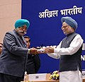 Manmohan Singh gave away the President's Police Medal to Shri Daljit Singh Bindra, Assistant Director, Amritsar for distinguished services on the occasion of Independence day-2007, at the DGPsIGPs Conference-2008.jpg