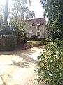 Manoir des Perrignes depuis portail.jpg