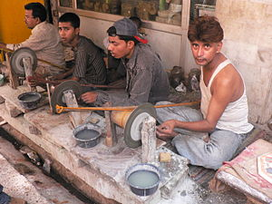Labour in India - Labour at an unorganised handicraft manufacturing enterprise.