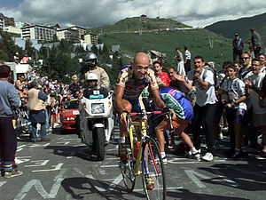 Marco Pantani - Pantani climbing Alpe d'Huez in 1997