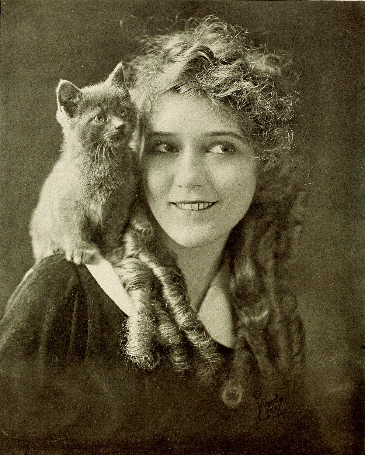 pickford girls Eventful movies is your source for up-to-date mary pickford is d' place showtimes, tickets and theater information view the latest mary pickford is d' place movie.