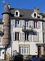 Mauriac - Maison sur la place G. Pompidou -1.JPG
