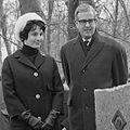 Mies Bouwman en Arie Klapwijk (1963).jpg