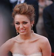 Miley Cyrus @ 2010 Academy Awards (cropped)