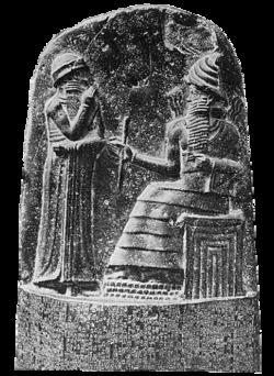 Milkau Oberer Teil der Stele mit dem Text von Hammurapis Gesetzescode 369-2.png