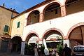 Montepescali, palazzo con portico.JPG